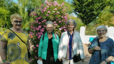 4 senioren die het naar hun zin hebben